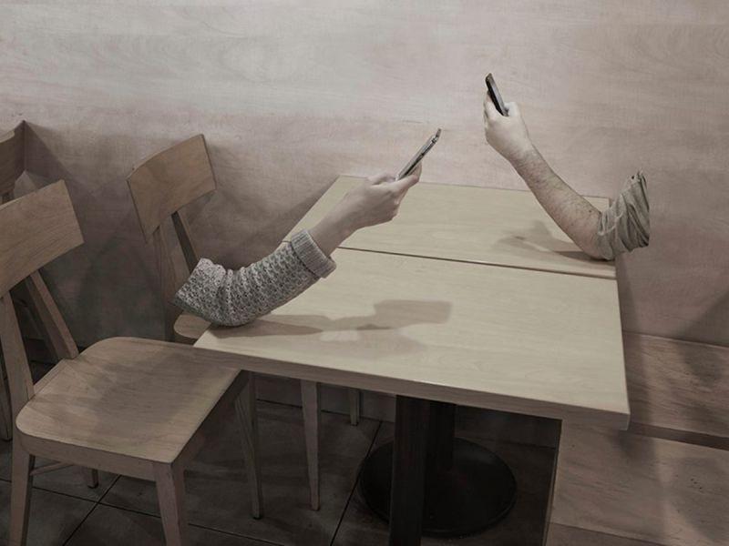 «Игра в прятки» — серия фотографий о негативном влиянии смартфонов
