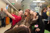 Джони Депп в образе Джека Воробья посетил детскую больницу