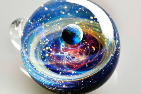 Галактики из золота и опалов