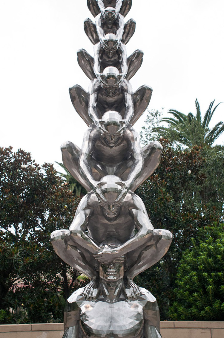 «Карма» — скульптура о взаимосвязи прошлого и будущего