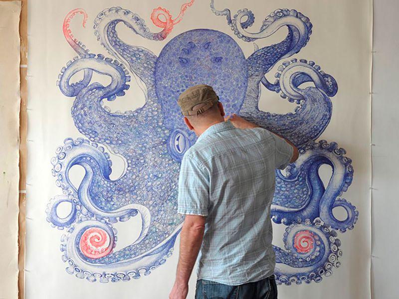 Гигантский осьминог, нарисованный шариковыми ручками