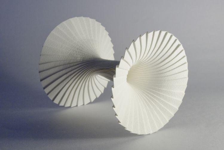 Замысловатые фигуры из бумаги Ричарда Суини