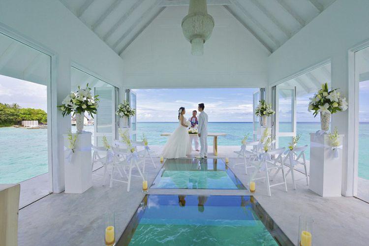 Свадебный павильон посреди Индийского океана