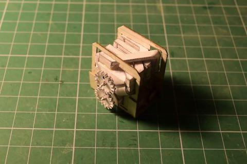 Миниатюрный двигатель V8 из бумаги