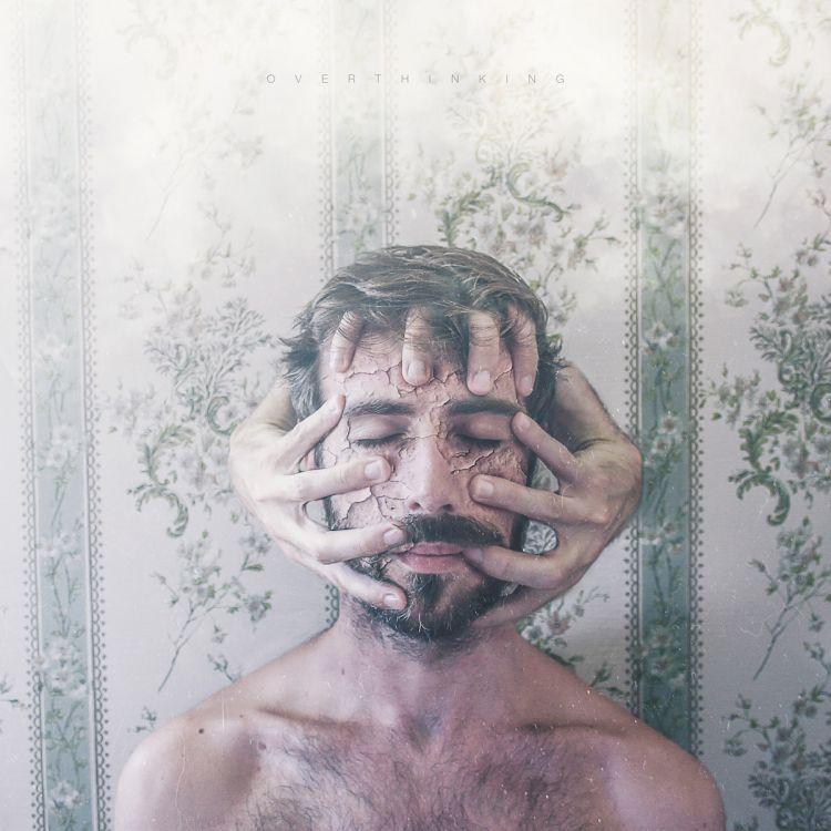 Сюрреалистические автопортреты, впечатляющие своей эмоциональностью