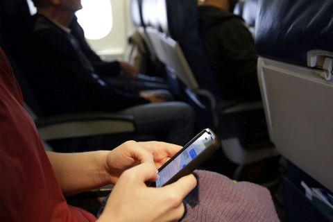 Правда о том, почему надо выключать электронные приборы на борту самолёта